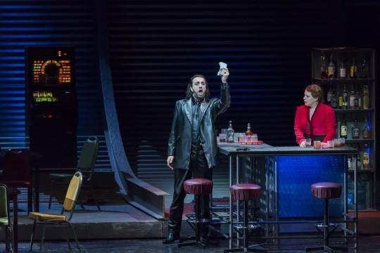 Jack (Claudio Sgura) et Minnie (Nina Stemme) Acte I © Opéra national de Paris / Charles Duprat