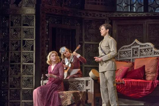 """Acte II """"Voi che sapete"""" © Ken Howard/Metropolitan Opera"""